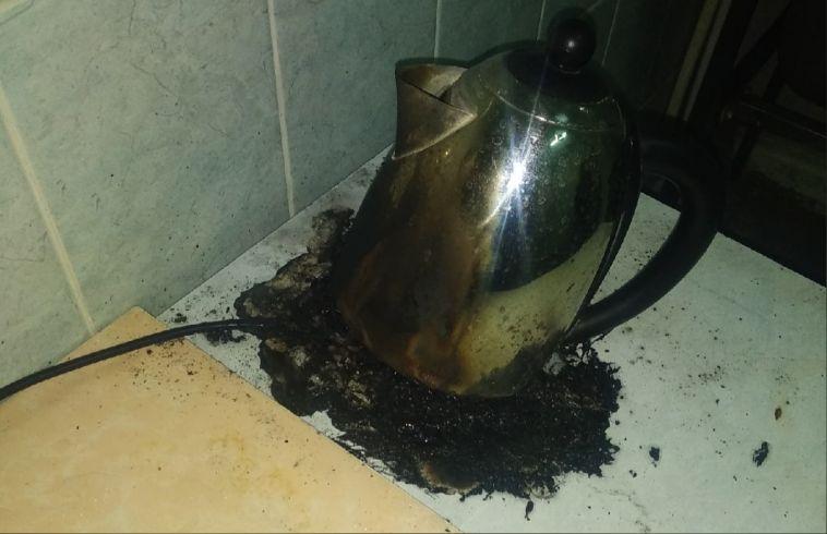 В Магнитогорске в одной из молочных кухонь загорелся электрический чайник