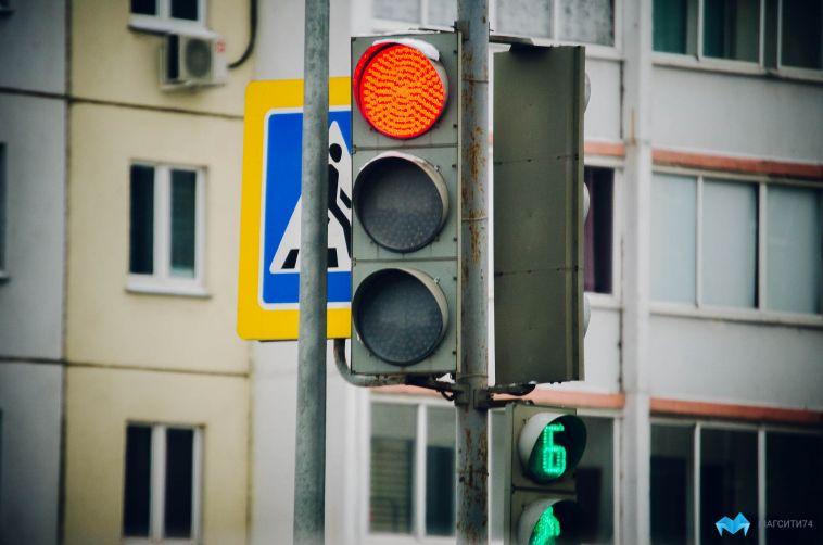«Уступи всем, иможно направо»: вМагнитогорске установили новый дорожный знак