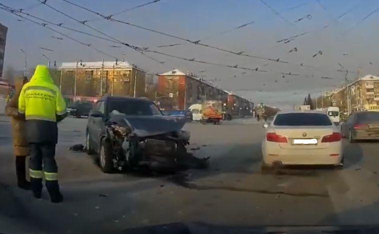 На Юности столкнулись два автомобиля