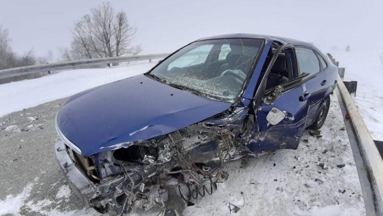 Момент лобового столкновения на трассе Магнитогорск-Ира записал видеорегистратор