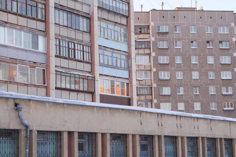 В Магнитогорске 12-летняя девочка выпала с 13 этажа