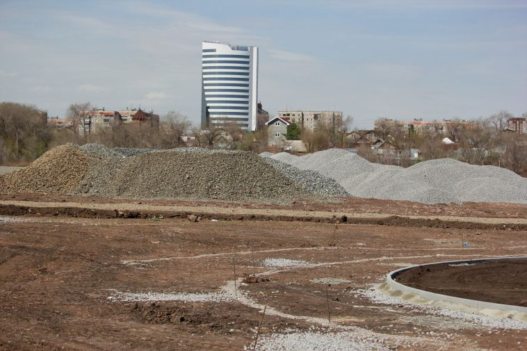 Мэр Магнитогорска проинспектировал стройку парка вюжной части города