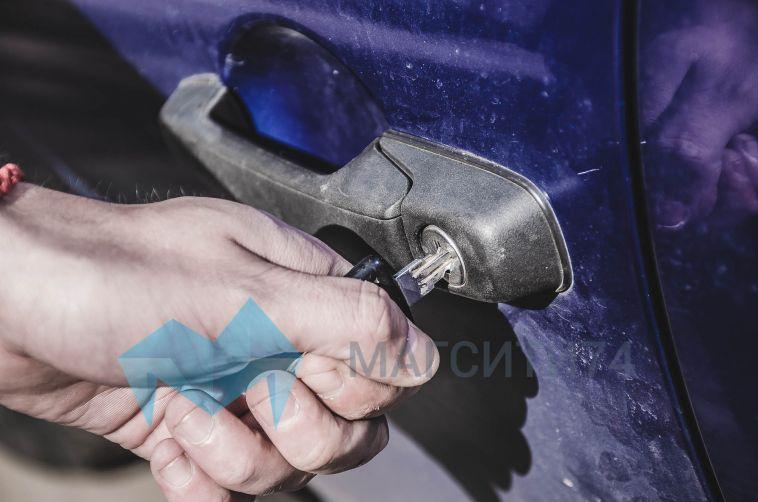 У магнитогорца угнали автомобиль, оставленный на ночь во дворе