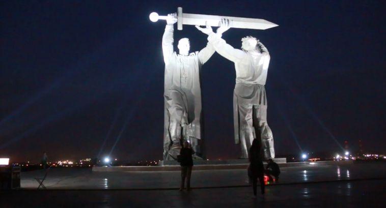 Ночной Магнитогорск осветили «Лучи Победы»