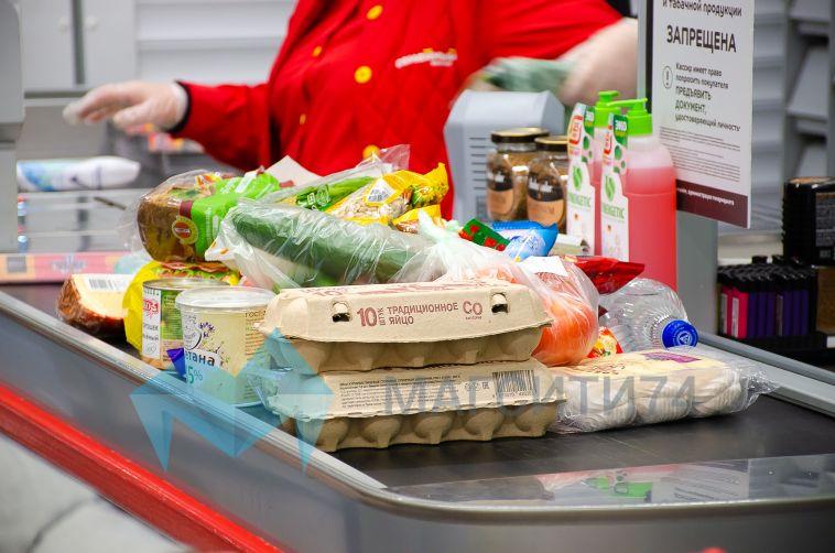 Жительница Магнитогорска оплатила выпивку и еду в магазине чужой картой