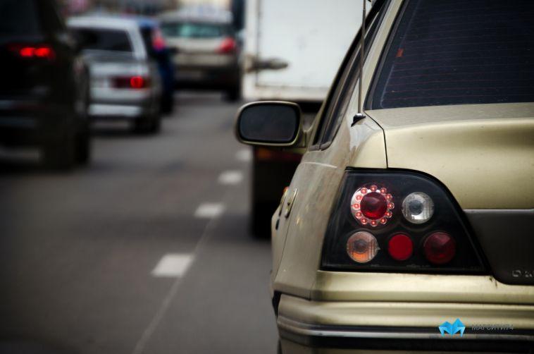Автомобилистов теперь заставляют снимать шторки с переднего стекла